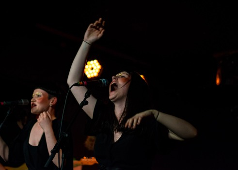 ae-mak-at-the-workmans-club-photo-by-stephen-white-6