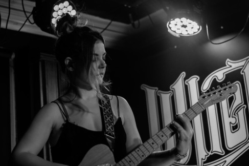 Honeyblood in Whelan's April 2017 (Photo by Stephen White) 8