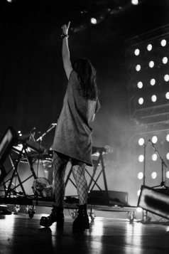 chvrches lauren mayberry olympia theatre photo by stephen white tlmt 21