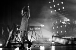 chvrches lauren mayberry olympia theatre photo by stephen white tlmt 23