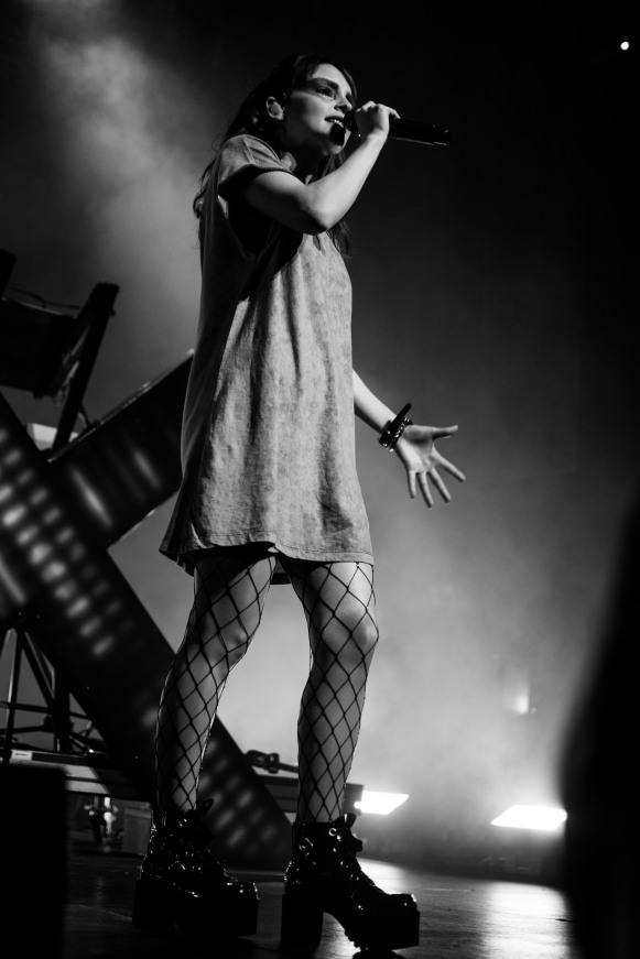 chvrches lauren mayberry olympia theatre photo by stephen white tlmt 31